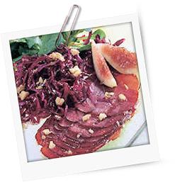 Wildschweinschinken zu Rotkohl- und Feldsalat