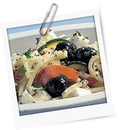 Bunter Salat mit türkischem Käse