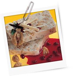 Walnussparfait mit Granatapfelsauce